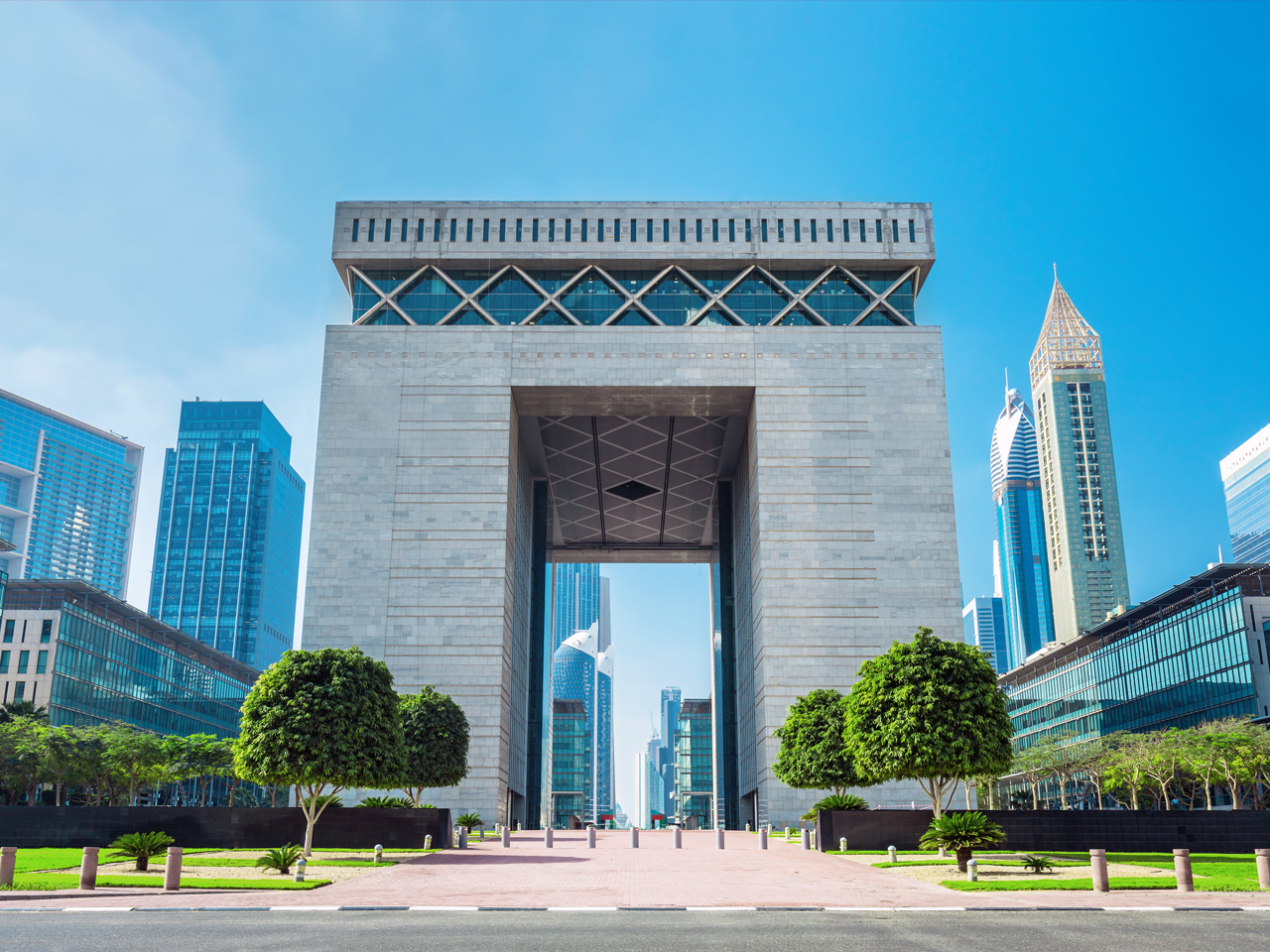 How-to-start-business-in-Dubai-free-zone